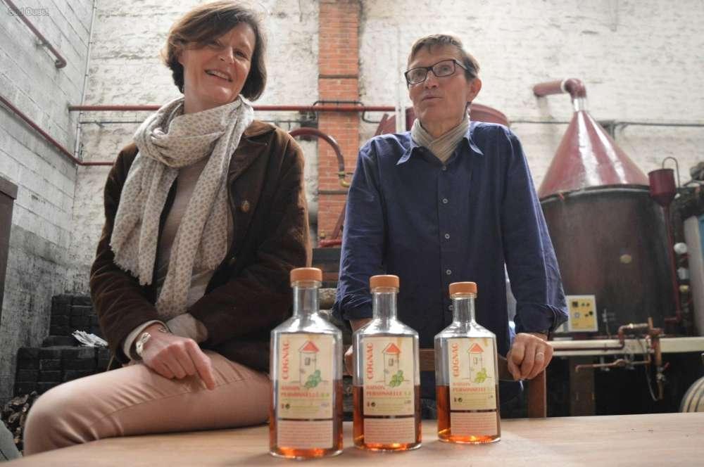 Sabine et Bertrand de Witasse, viticulteurs en Grande Champagne, ont lancé leur marque de cognac,